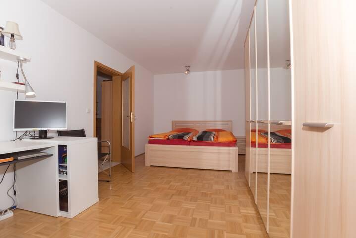 Oktoberfest:2-room flat near U-Bahn - München - Apartment