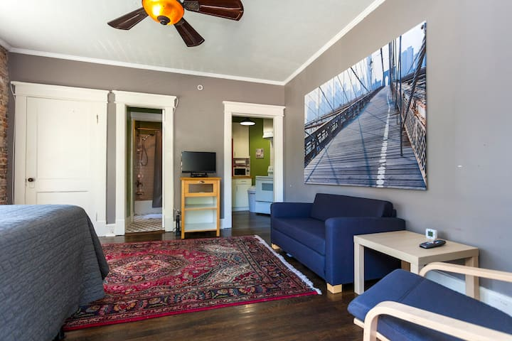 Belmont Loft • Mins to Vanderbilt and Downtown!