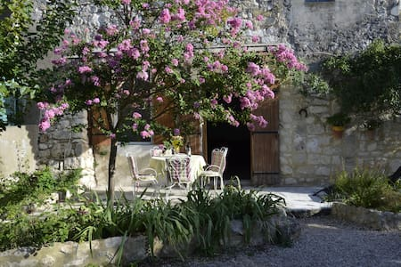 Chambre double dans mas de village - Sainte-Anastasie