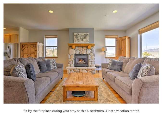 Beautiful Townhome with Amazing Mountain Views!