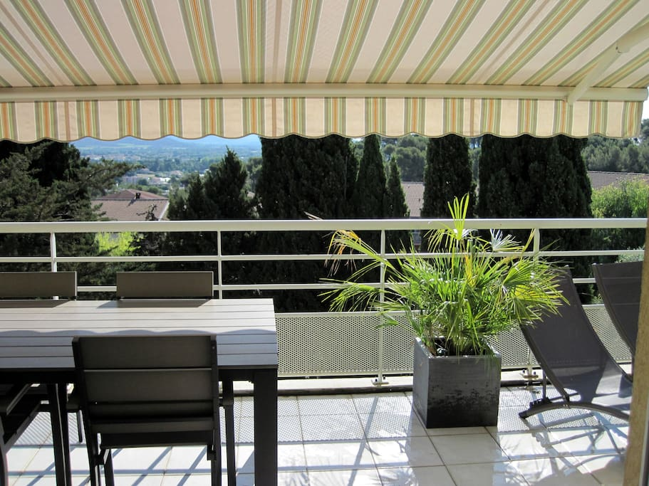 T4 de standing de 95m2 apartments for rent in hy res for Decor de france hyeres