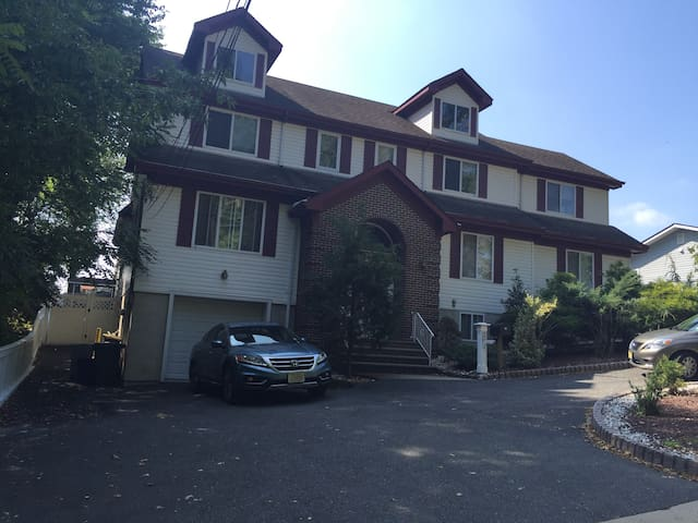 Great Price 2000 sqft located near NYC - South River