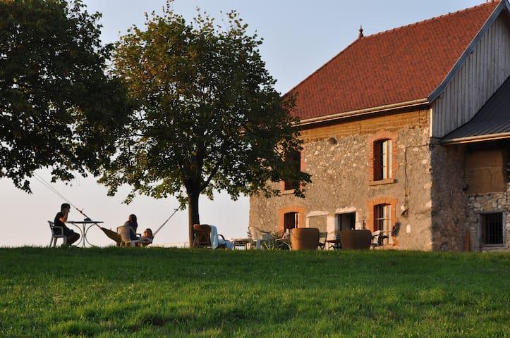 Chez Aimé, Panorama unique, pour 8 - Merlas - Huis