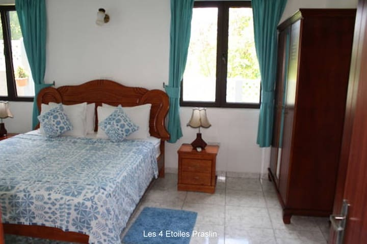 Bungalow close to the beach - Grand Anse - Maison