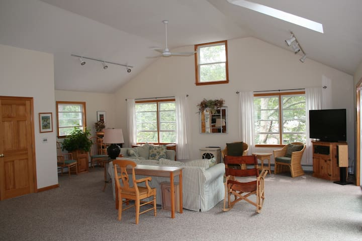 Comfortable Marthas Vineyard West Chop Home  w/A/C - Tisbury - House