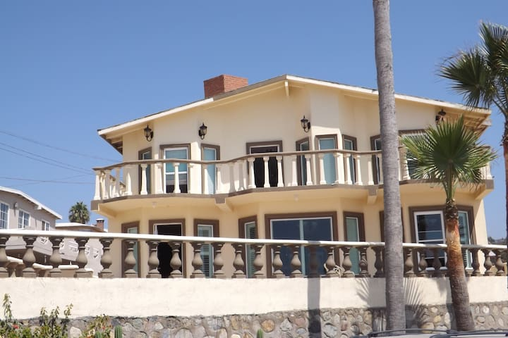 Private Beach Front Home - Primo Tapia - House