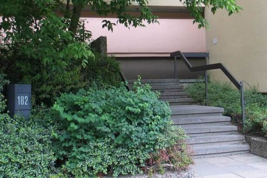 Entrance Bundesallee 182