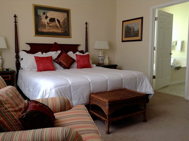 Honeymoon Suite @ Rocky Farm B&B - NOW Rivers Edge
