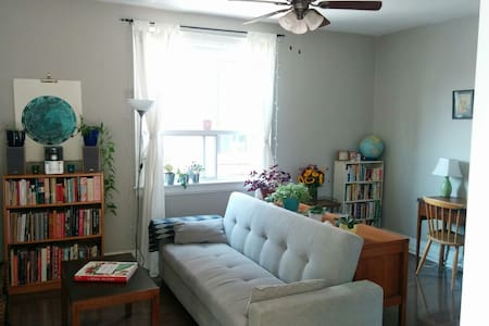 Looking for a clean, comfortable and quiet place to stay? Then my apartment is right for you! Perfect for one or two people, my place is located in a safe neighbourhood in Toronto's West end.  Just steps away from the TTC and bustling Ossington ave!