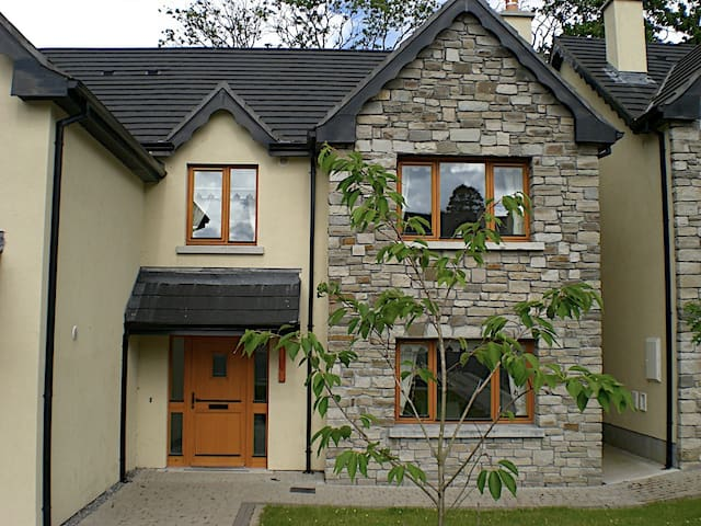 Lough Rynn, 13 Lord Leitrim Court - Lough Rynn - House