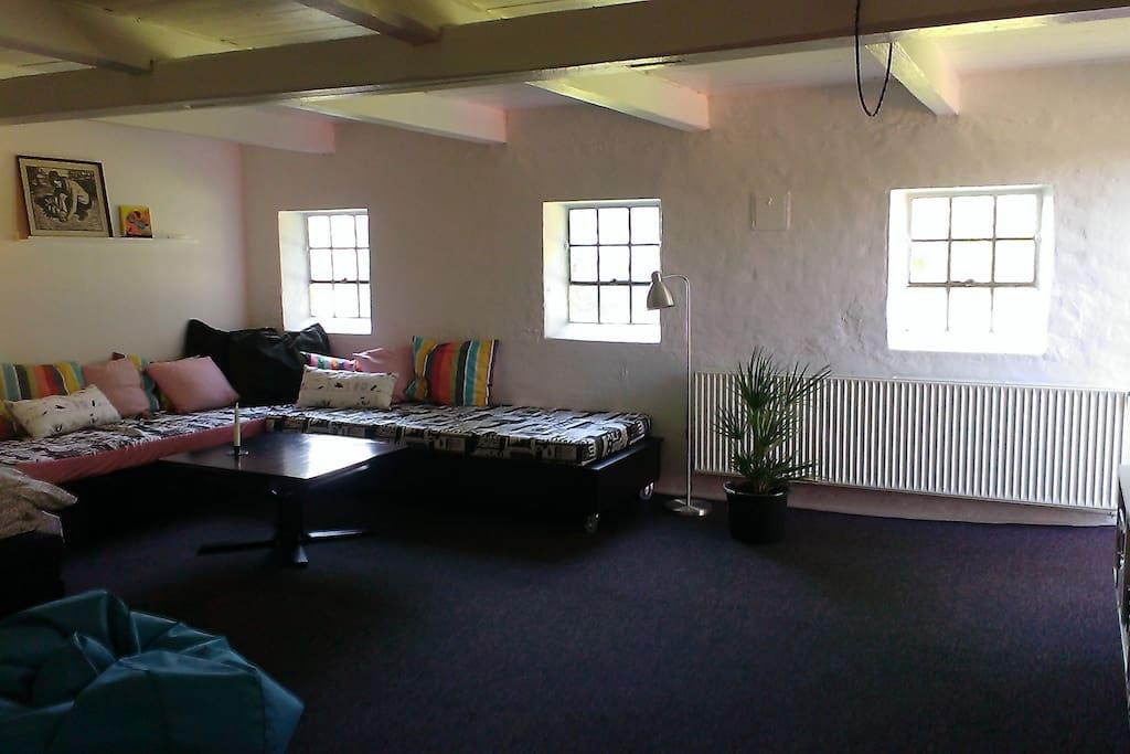 Sofa der kan laves om til sovepladser / evt. dobbeltseng.