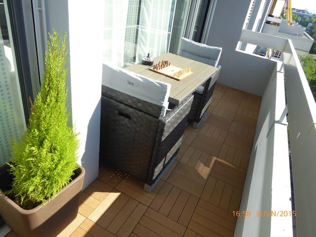 PRIVATE BATHROOM WIFI MAIN GENEVA - Genf - Bed & Breakfast
