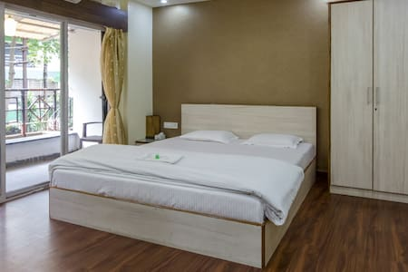 King room with balcony, ac and wifi - Pune