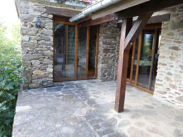 Terrasse couverte ensoleillée