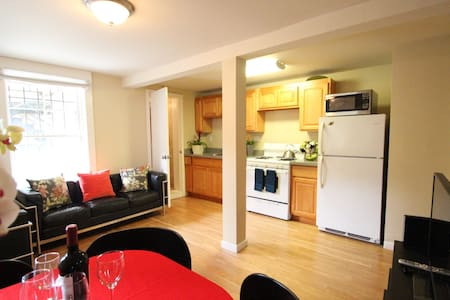 2BR1BA home by Alamo Square Park!