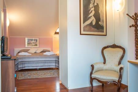 Rho FIERA in Bici e Camera indipendente in villa - Arese