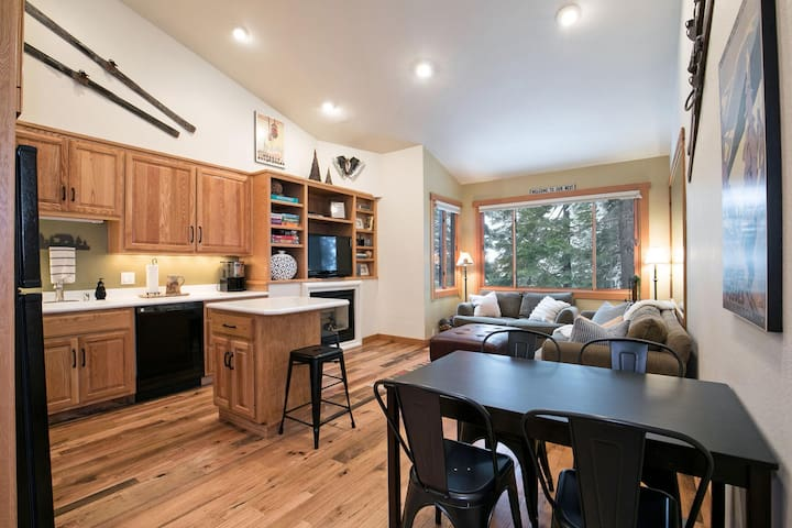 Ski Trail Condo at Northstar- on the slopes!