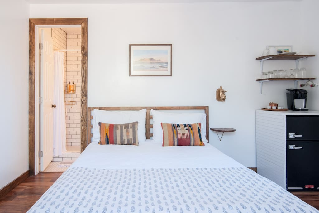 Cozy guest house with private deck guesthouses for rent for Buy guest house
