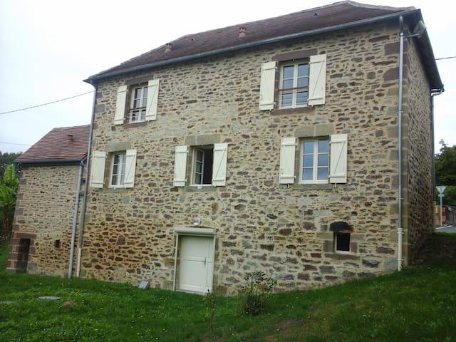 Maison dans un tout petit village - Saint Bazille de Meyssac - Huis