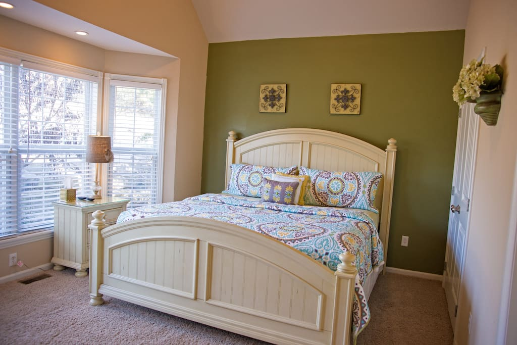 Upstairs guest bedroom with King size bed.