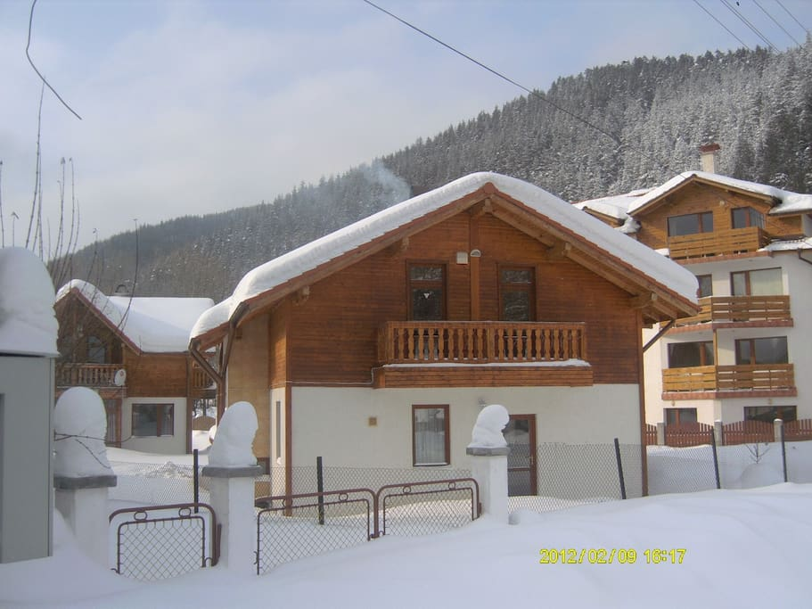 Chalet in the mountains case in affitto a madjare sofia for Case in affitto bg