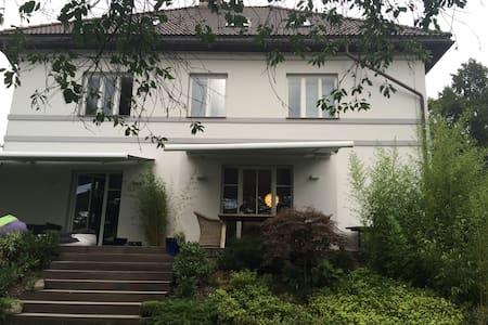 Luxury villa 30 min from the center - Praha
