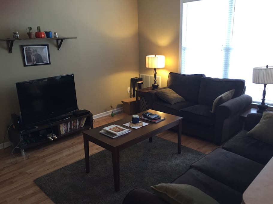 Comfortable seating area with cable TV and Netflix.