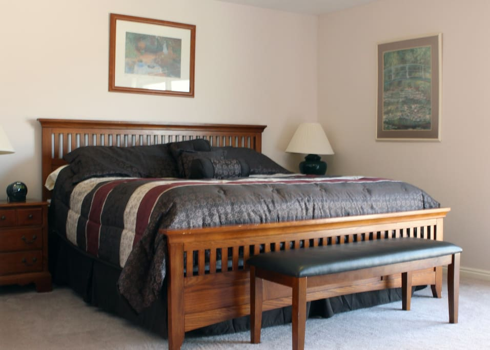 2 large master bedrooms w/smart  tv's