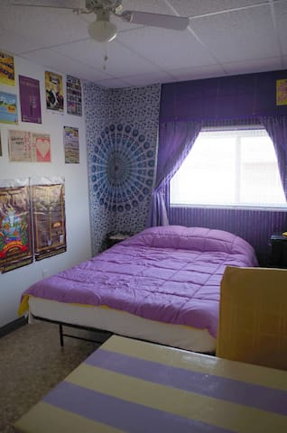 Js! 420 weed friendly purple room - Greeley - Altres