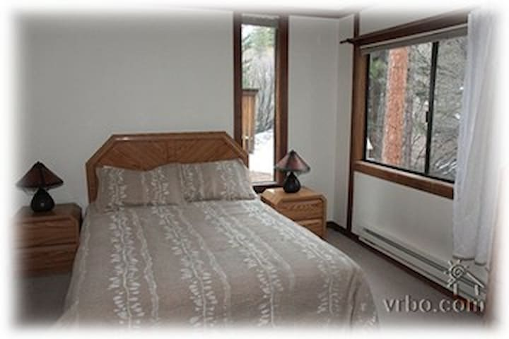 Bedroom: spacious, clean and very comfortable bed.