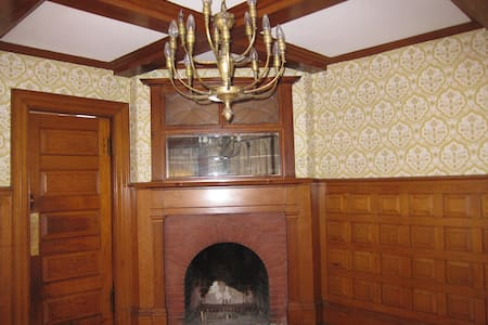 Suite in Charming Victorian House - Newton