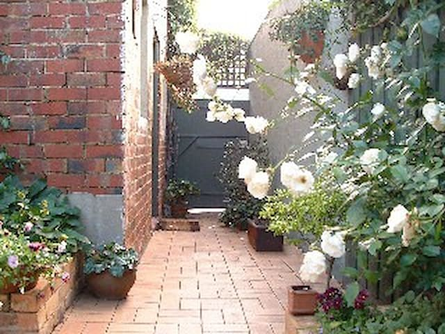 Bayside Bed and Breakfast - Albert Park Melbourne