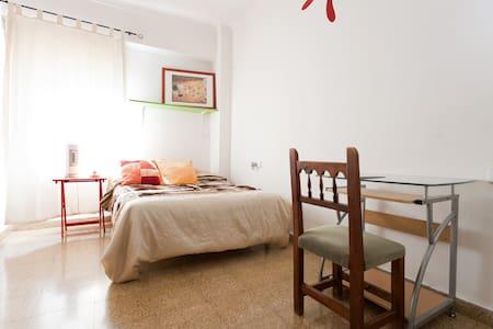 ROOM- BEST ZONE: CENTRAL TOWN PALMA - Palma de Mallorca - Apartment