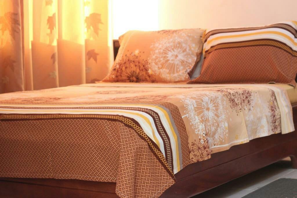 Literie confortable et propre. Les draps sont mis à votre disposition. Chambres climatisées.