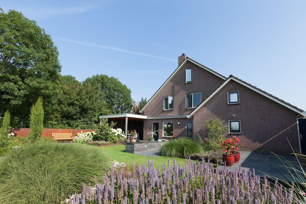 Naturaleza y tranquilidad casas en alquiler en duiven for Alquiler de bajos con jardin en las rozas