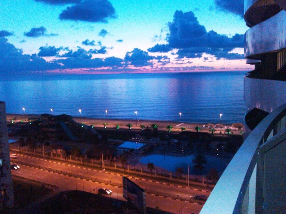 Вид заката с балкона