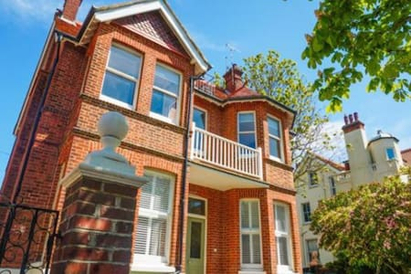 Gorgeous Victorian Beach Pad - Hove