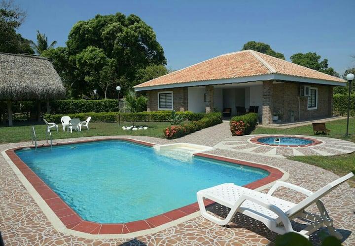 Cabaña Villa Cayena, 10 Pers, Piscina y Kiosco