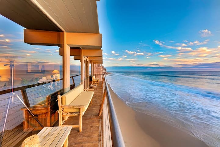 427-PRIVATE STUNNING MALIBU OCEANFRONT