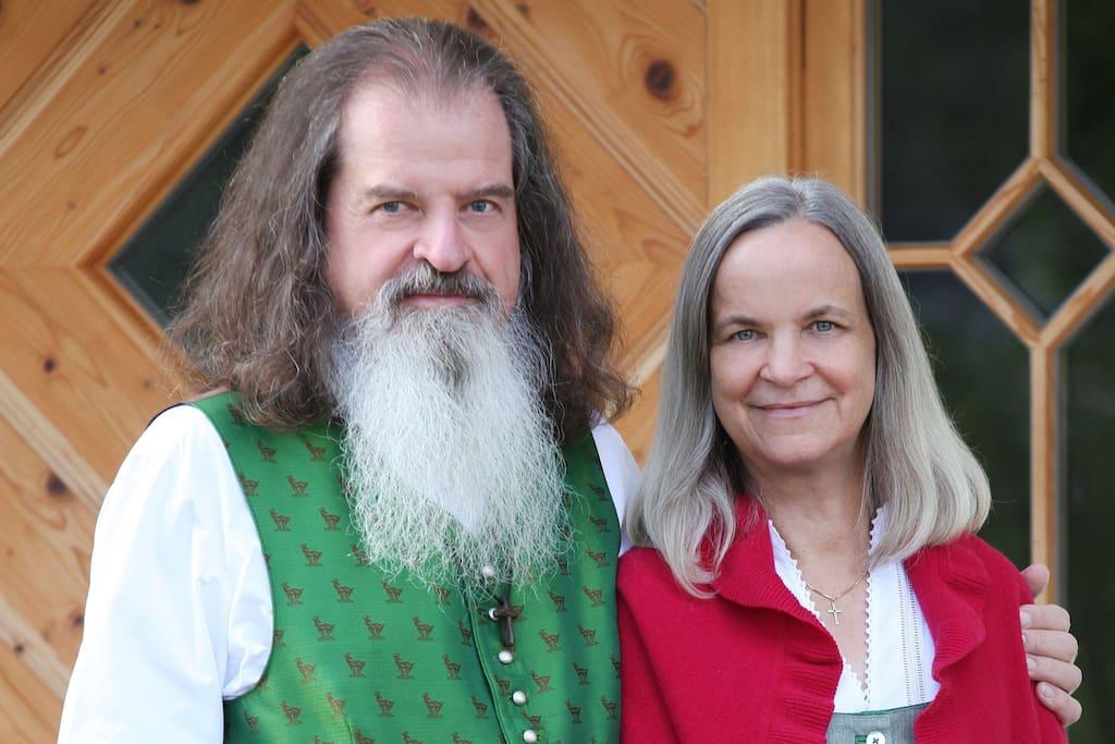 Ihre Gastgeber Marlena und Volker Paul Weindel