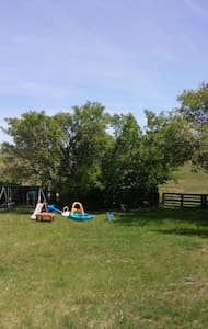 Bale & Breakfast, Horse Pasture, Family friendly