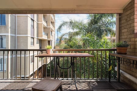 Amazing top floor 2 bedroom - Potts Point - Apartment