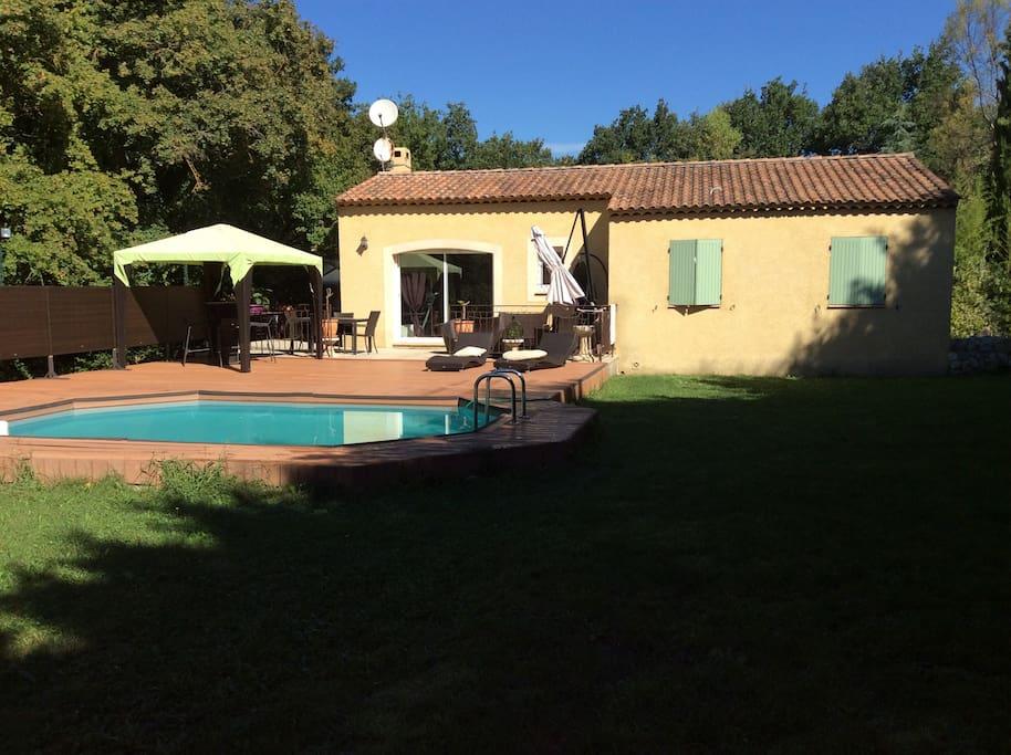 Villa piscine proche luberon villas louer le puy for Location villa cote d azur piscine