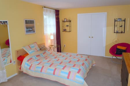 Private room w/bath, quiet&near DC - Derwood - Haus