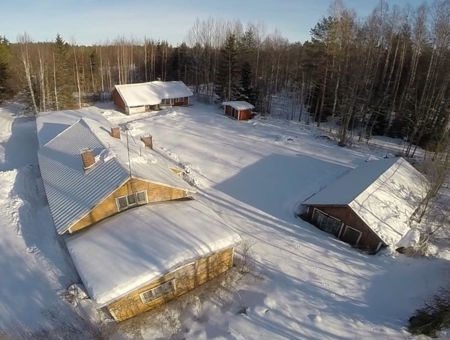 Overview of the property in the winter time