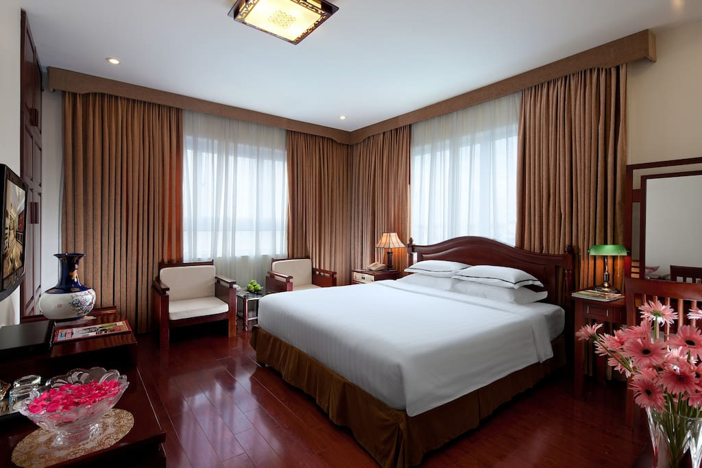 Deluxe double room with 1 double bed, 35 sq.m in large, 2 large windows