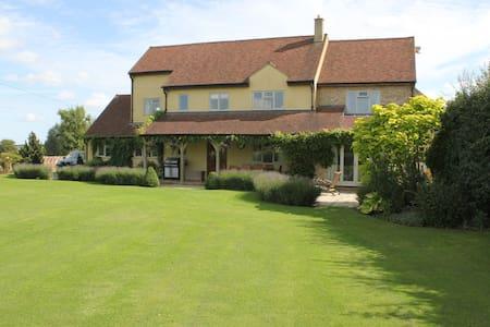Luxury family home near Woburn. - Ridgmont - 住宿加早餐