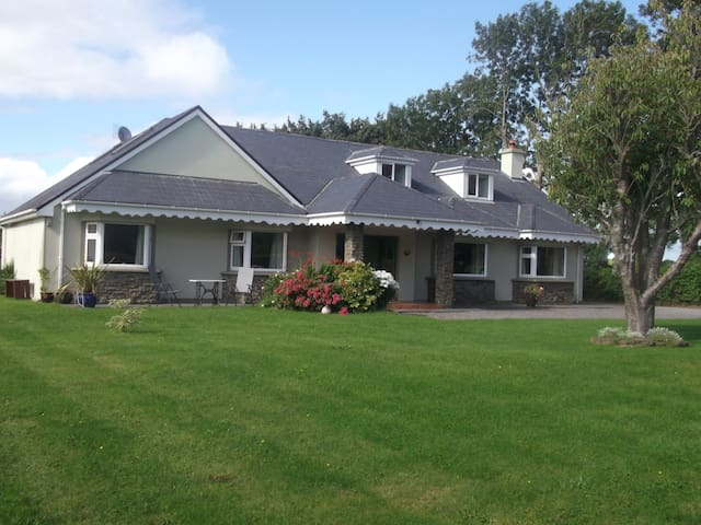Heart & Hand, Friendly Country Home, Killarney (2) - Beaufort