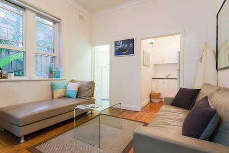 Manly Beach Apartment footsteps to beach and shops - Manly - Appartement