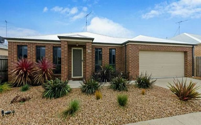 Rose Park Holiday House - Corio